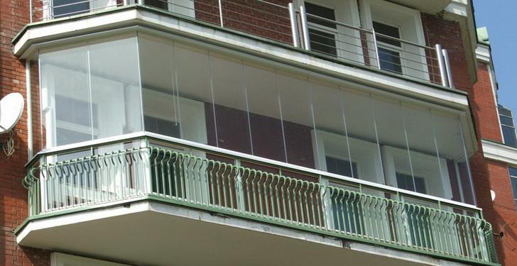 Primer-balkona-s-bezramnym-ostekleniem