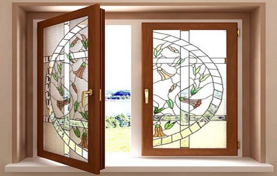 Vitrazhnye-dorogie-plastikovye-okna-pod-derevo