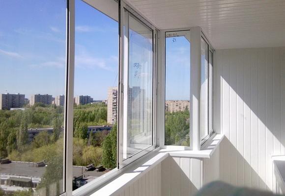 Holodnoe-osteklenie-balkona-razdvizhnoe