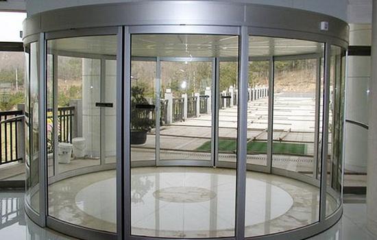 Polukruglye-razdvizhnye-dveri